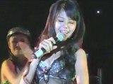 La chanteuse sexy qui affole la Thaïlande