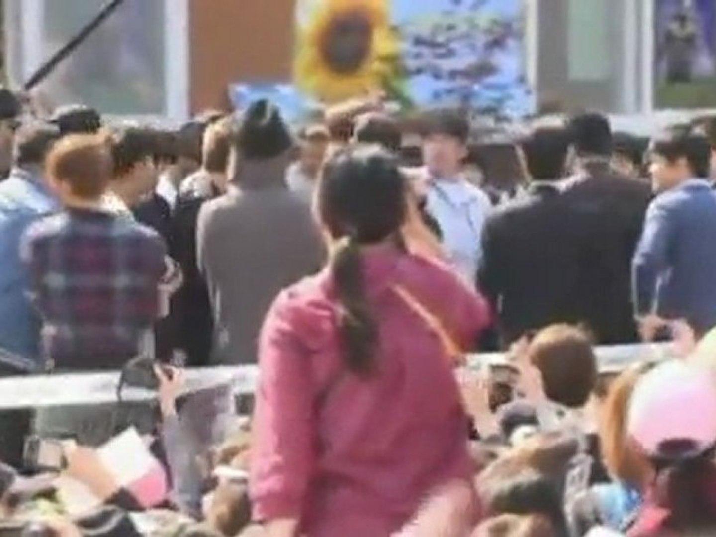 Pop star Rain joins the South Korean army