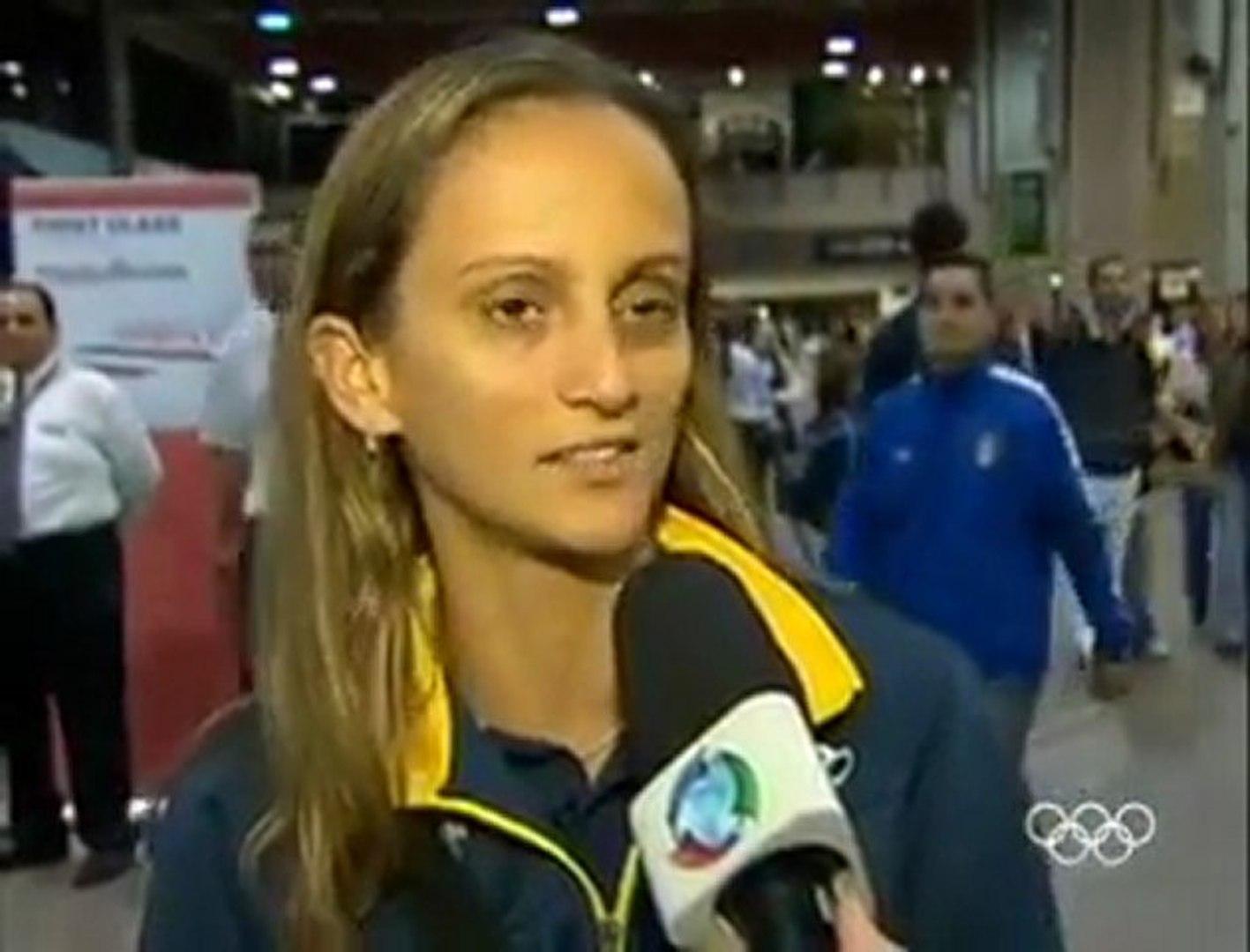 Seleção brasileira de vôlei feminino embarca para Guadalajara