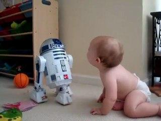 Quand bébé communique avec R2D2