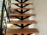 escalier moderne rampe avec motifs celtique et breton , marches en orme et if de bretagne