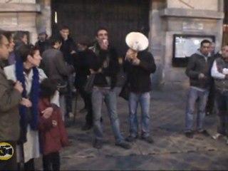 Rassemblement devant la mairie du 20e suite à l'incendie de la maison des Rroms (26-10-11)