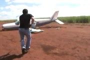 Course poursuite : voiture de police et avion