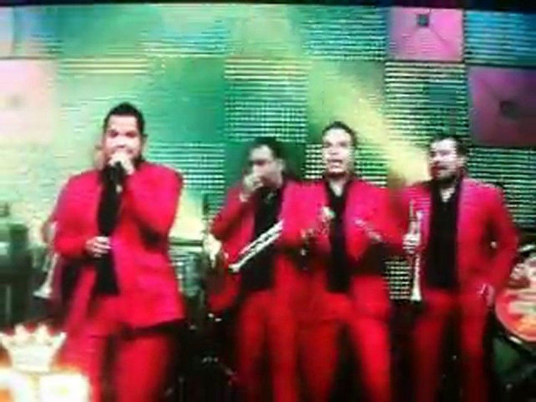 LA ORIGINAL BANDA EL LIMON EN EL PROGRAMA QUE QUIERE LA BANDA....CANTANDO FRUTA MADURA