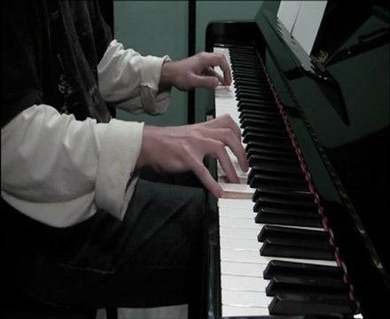 Francisco Javier Pérez Quevedo plays videogames music