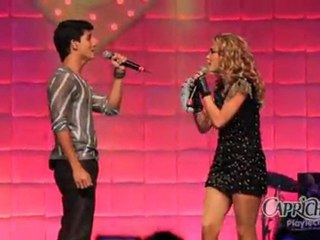 Lua Blanco e Arthur Aguiar se beijam no palco do NoCAPRICHO 2011