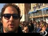 Scuola, a Napoli studenti in corteo: traffico paralizzato. Manifestazione pacifica con cartelloni e slogan