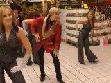 Des employés d'Auchan réalisent un lipdub avec Cloclo