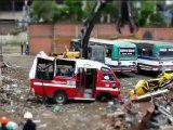 Destruction d'un vieux bus en tilt-shift