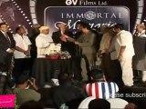 "Jeetendra Cuts Cake @ ""Living Legends Of Hindi Cinema"" Awards 2011"