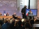 Le ministre et les participants au Forum d'Avignon réagissent au discours du Président