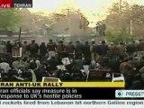 Des dizaines de manifestants ont pénétré mardi dans l'ambassade de Grande-Bretagne à Téhéran sans que la police n'intervienne, enlevant le drapeau britannique pour le remplacer par le drapeau iranien