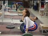 Une séance d'entraînement avec des haltérofilles