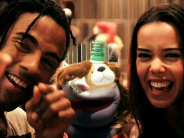Yotuel Romero (Orishas), Beatriz Luengo y Nota - Santa en Crisis (Video de Navidad 2011)