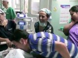 Maria Jose et Maria Paz, deux bébés de 10 mois, étaient reliées entre elles par le thorax et le bassin. Après cette opération très complexes, elles se portent très bien