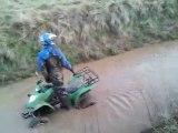 reprise du quad dans un bourbier en kymco 250  25 12 2011