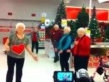 Surprise dans un supermarché : un FlashMob de Noël