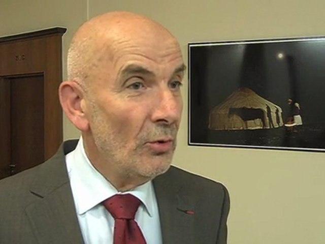 Yves Krattinger présente le questionnaire aux 550 000 élus locaux