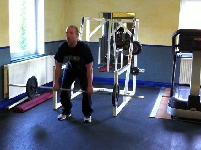 Muskelübung für den Rücken - Kreuzheben