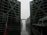 Traversée des 5 écluses du Barrage des 3 Gorges, en Chine