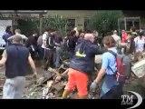 Genova, a Marassi un presepe fatto con i resti dell'alluvione. Omaggio agli angeli fango nella chiesa di Santa Margherita