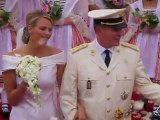 Kate et Harry sont imités quelques mois plus tard, le 1er juillet, par Albert de Monaco et Charlène Wittsock, en principauté de Monaco. Malgré les rumeurs qui prédisent que la princesse fera faux bond, la cérémonie se déroule sans fausse note