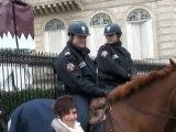 Champs-Elysées Policiers à Cheval...