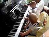 2 bb   virtuose pianiste de 7 mois