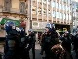 Marcha dos indignados Confrontos com grupo de nacionalistas resulta em um ferido ligeiro