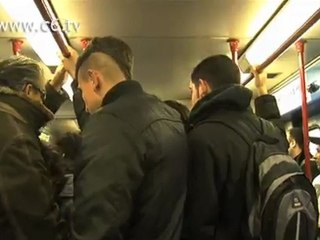 Aumenti Atac. Studenti e precari entrano in metro senza biglietto