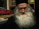 Parintele Iustin Parvu si obstile de monahi si monahii de la Manastirea Petru Voda, cantand colinde la Nasterea Domnului 2008