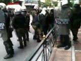 Επεισόδια στο Σύνταγμα   Σύλληψη από ΜΑΤ (10.02.12)