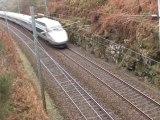 trains TGV sérré ,rail mouillé