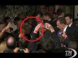 Il repubblicano Mitt Romney colpito da una glitter bomb-VideoDoc. E' il secondo attacco in una settimana dei gruppi gay