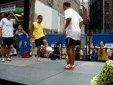 Jonglage avec deux ballons
