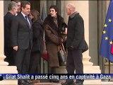 Le Franco-israélien Gilad Shalit, libéré le 18 octobre après cinq ans de captivité à Gaza, a été reçu mercredi 8 février par le président Nicolas Sarkozy, qui l'a raccompagné sur le perron de l'Elysée après leur entretien