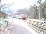 train n°5790 a destination de briançon croisement avec un AGC a destination de marseille en gare de l'argentiere les ecrins