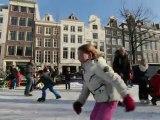 Patin à glace sur le canal d'Amsterdam