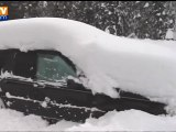 Bloqué dans sa voiture sous la neige pendant 2 mois