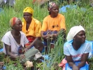 Zambia, Kaloma, Simwatachela: Bednet distribution
