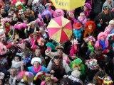 Carnaval de Dunkerque 2012 : jet de harengs par Michel Delebarre