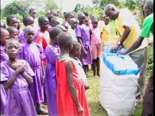 Uganda, Namulonge: Bednet distribution