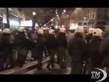 Atene, tensione e scontri tra polizia e manifestanti - VideoDoc. Proteste violente alla vigilia dell'Eurogruppo sulla Grecia