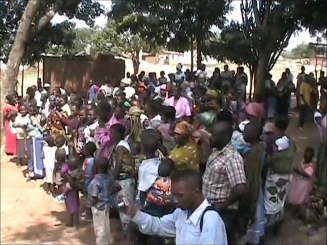 Tanzania, Mwanza, Bugarika: Bednet distribution