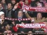 Samsunspor Başkanı Kazım Yılmaz taraftarla galibiyeti kutluyor