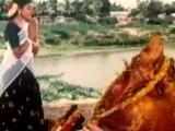 Thunaiyeruppal Bannari - Hero Teases A Women