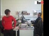 Sophie,  journaliste à Rue89, fait de la gym au travail