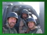Chuck Norris pisse depuis un hélicoptère
