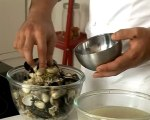 Recette de pavé de bar au jus de coquillages, carottes et oignons des cévennes
