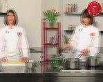 Recette de petit bouillon vert en smoothie et julienne de légumes croquants, tuile au parmesan